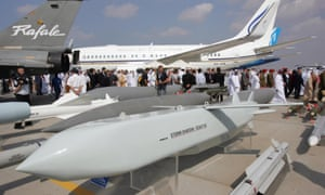 A Storm Shadow missile on display at the 2005 Dubai air show.