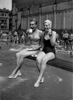 The Holborn Oasis swimming pool in London, 1955