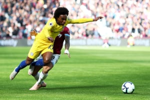 Willian, taken out by Anderson.