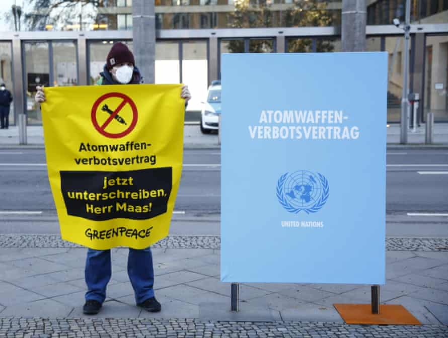 Greenpeace protested outside the foreign ministry in Berlin against Germany's failure to sign the TPNW.