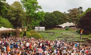 Gottwood Festival view of crowds next to lake in the daytime.