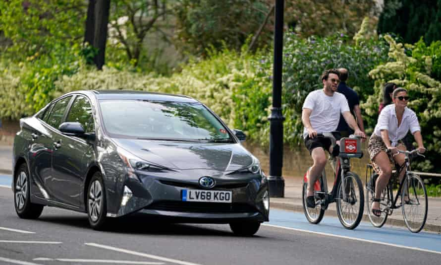 The government is to give £250m for extra cycle lanes as the UK prepares for the lifting of lockdown.