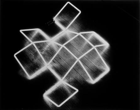 Winged Net, neon version, 1970-71, by Gillian Wise