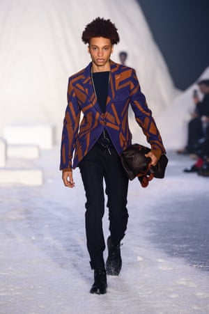 ERMENEGILDO ZEGNA Frozen landscape photographs by Thomas Flechtner, who also designed the snow covered set, inspired the crisscross prints in the collection – meant to mimic nature's patterns in snow. Suits dominated with a new 'One 1/2 breasted' jacket style, half way between single and double breasted. Mountain boots to navigate the terrain completed the look.