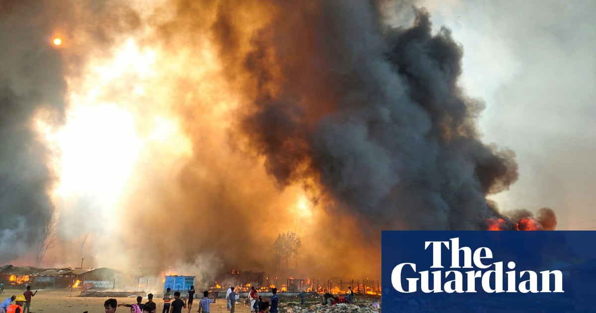 Bangladesh: 'massive' fire in Rohingya refugee camps forces 20,000 to flee