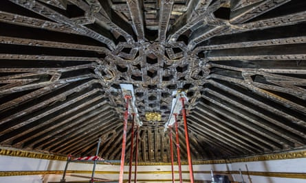 This is the only complete, surviving example of a latticework wooden ceiling over both the altar and the nave in Madrid.