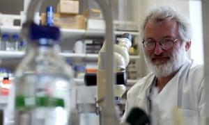 John Sulston in his Cambridge laboratory in 2002.