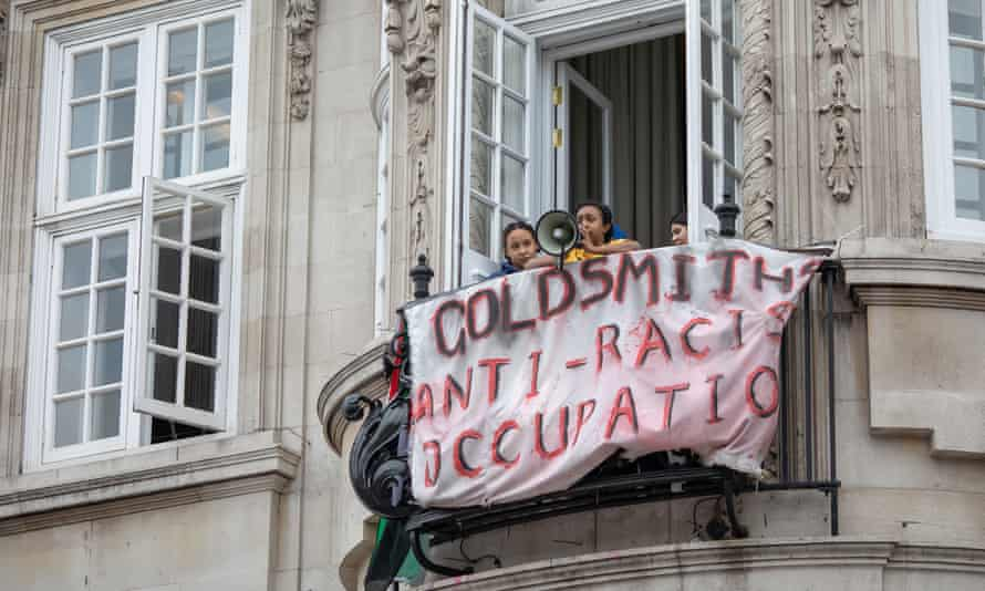 Students demonstrate at Deptford town hall, Goldsmiths
