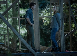 Jason Bateman and Laura Linney in Ozark.