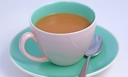UK experts point out that in the west tea is consumed at lower temperatures than in China, which is 'less damaging to the oesophagus'.