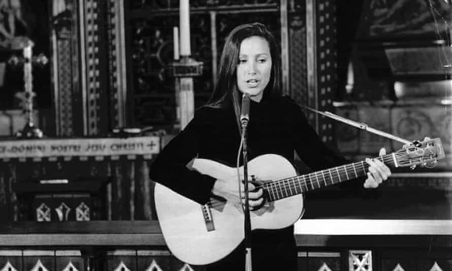 Julie Felix performing at Westminster Abbey in London in 1966.
