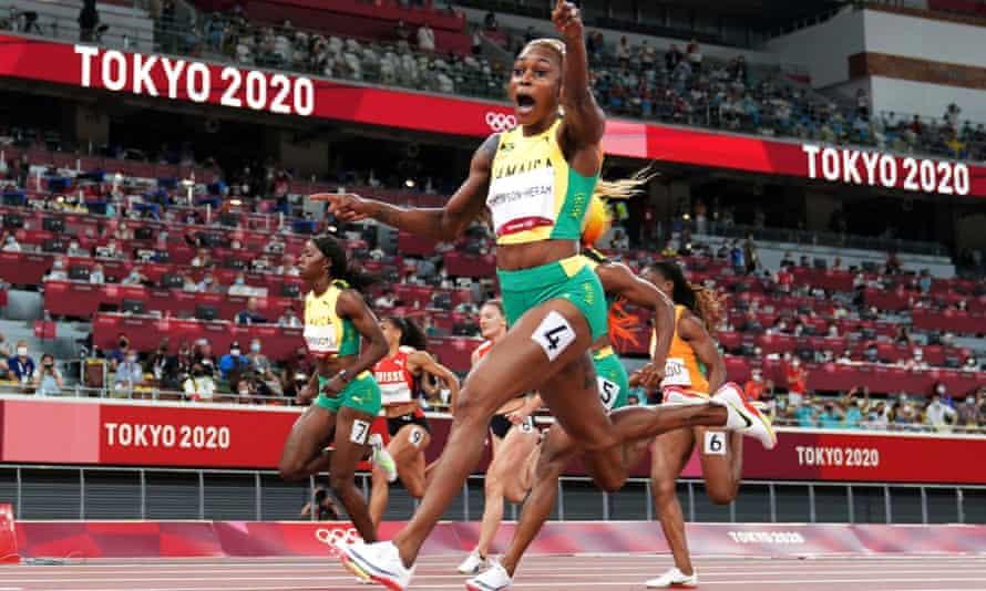 Elaine Thompson-Herah retains her 100m Olymopic title.