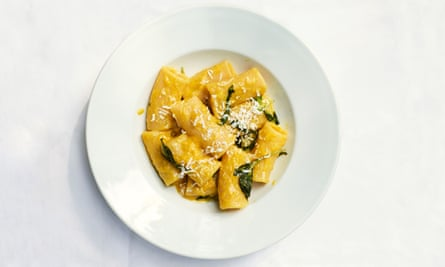 Rigatoni with yellow peppers.