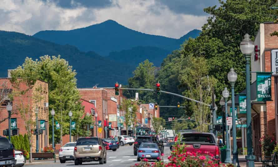 Downtown Sylva and the surrounding mountains
