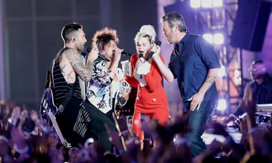 'Everyone sing viral on three'