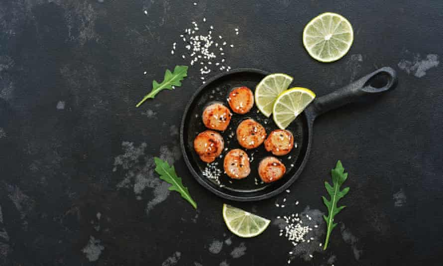 Seared and whitewashed scallops ...