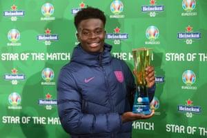 "Bukayo Saka of England poses with his ""Star of the Match"" award."