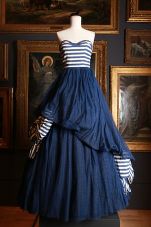 Evening dress (1947) by Paquin Spring–summer silk (faille, tulle), cotton