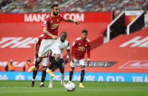 Bruno Fernandes jumps before slotting in the penalty