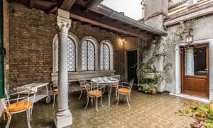 A breakfast terrace in Venice