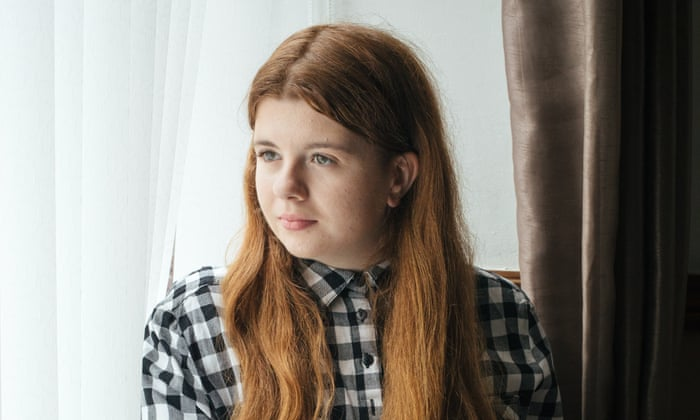 Quarter of 14-year-old girls in UK have self-harmed, report