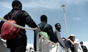 Migrants disembark the Aquarius in Valencia