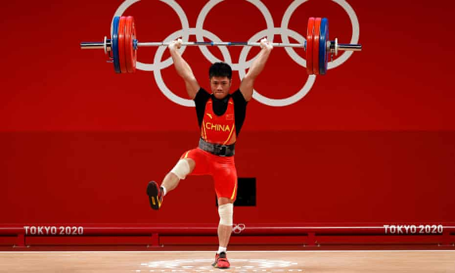 Li Fabin moves to one leg during his clean and jerk at the Olympic weightlifting competition