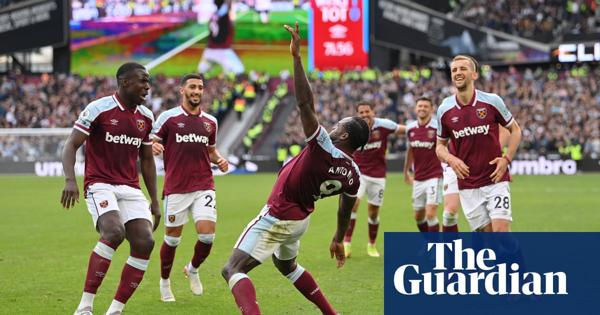 Michail Antonio pounces to give West Ham gritty victory over Spurs