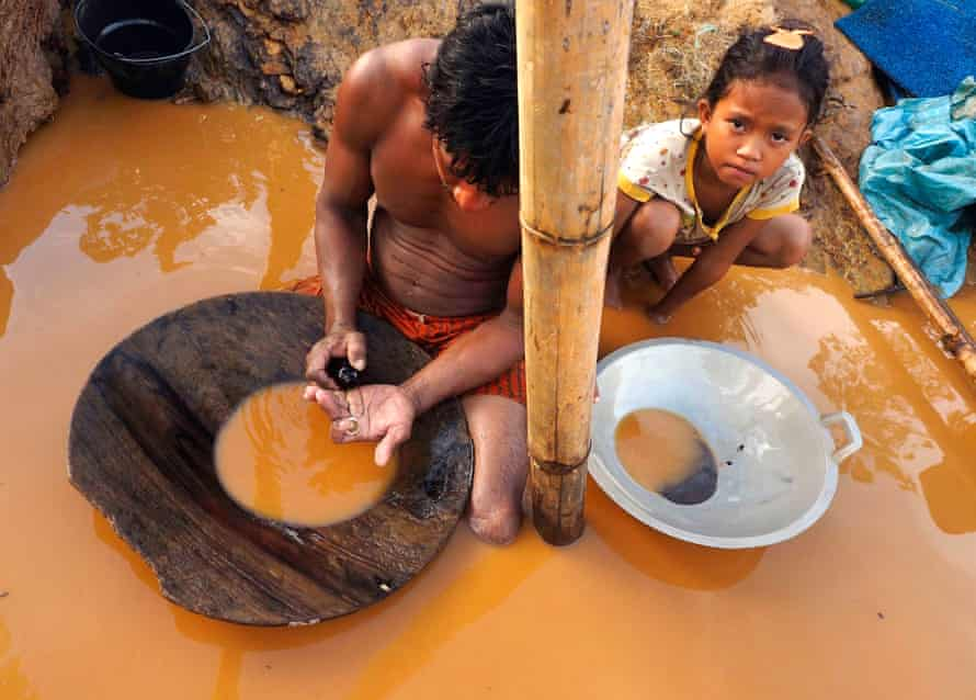 A miner and his daughter in Pagangbila, Sulawesi, Indonesia. Small-scale artisanal gold mining releases more mercury into the environment than any other sector worldwide.