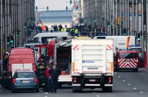 Police and emergency staff arriving in the Wetstraat/ rue de la Loi, which has been evacuated after the explosion at the Maelbeek metro station
