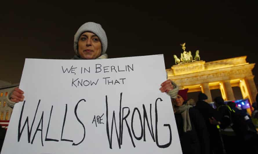 Protesters standing in front of the Brandenburg Gate