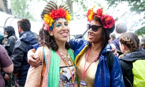 A dual sighting of flower headbands in front of the Glade stage. (Note the key accessory: lanyards with Guardian Guides.)