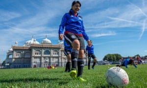 Parm Gill, the founder of Guru Nanak FC women's team, has received Uefa's Grassroots Gold Award.