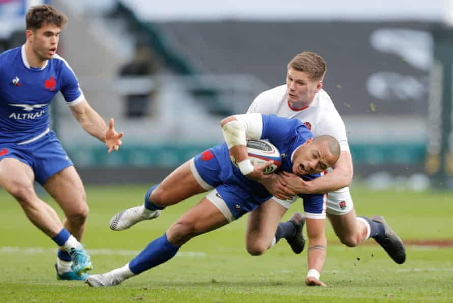 Gaël Fickou is tackled by Owen Farrell.