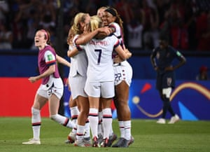 United States' players celebrates at the end after winning the game 2-1.