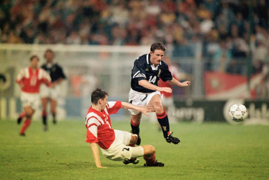 Kevin Gallacher playing for Scotland against the USSR at Euro 92.