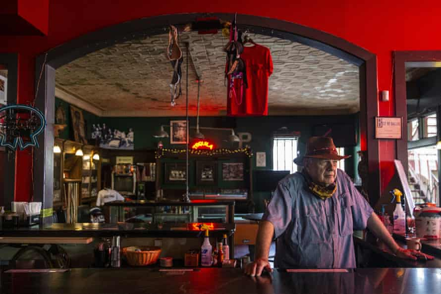 Tom Garrison, owner of Stoneleigh P bar in Dallas, Texas, closes up for business amid coronavirus mandates in June.
