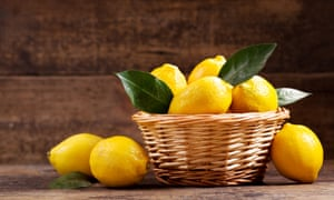 A lemon with leaves is more than mere affectation – it gives you an idea of how long ago your fruit was picked.