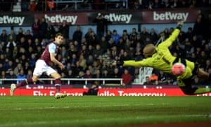 Nikca Jelavic scores for West Ham