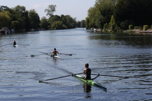 Maidenhead, Berkshire: rowers on the Thames enjoy the hot weather
