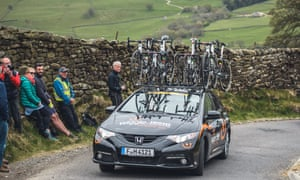 The Wiggle-High5 team car drives down a narrow lane during the Tour de Yorkshire