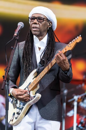 Nile Rogers brings blazer-and-shirt chic to a Chic set in 2017.