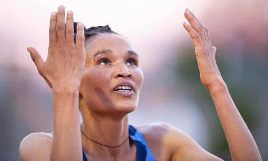 Letesenbet Gidey breaks the new 10,000m world record.
