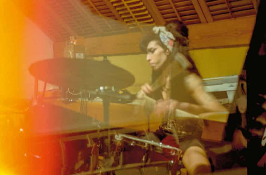 Amy Winhouse playing drums by Blake Wood