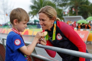 Day fiveKirstin Armstrong of USA shows her son Lucas her gold medal after the victory presentation in the women's road time-trial at Pontal