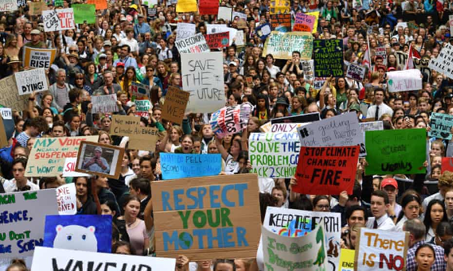Thousands of school students from across Sydney attend the global climate strike