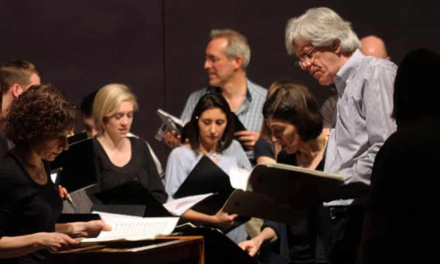 Sarah Rothenberg (left), Kim Kashkashian (second right) and Robert Simpson (right) with members of the Houston Chamber Choir.