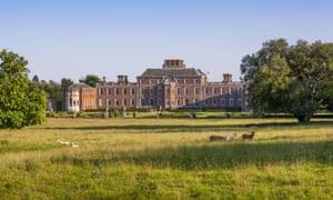 La face nord de Wimpole Hall, Cambridgeshire, depuis le parc.