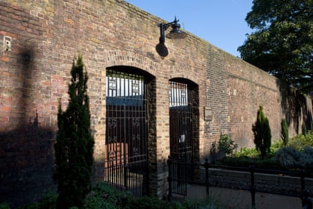 In Southwark today … a brick wall that marked the southern boundary of the prison.