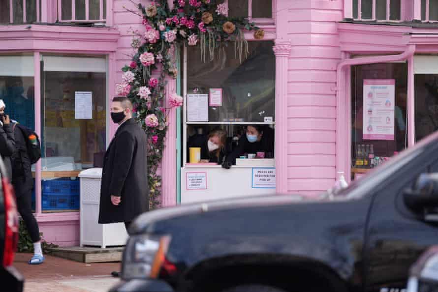 A Secret Service agent awaits Call Your Mother's bagels for Joe Biden.